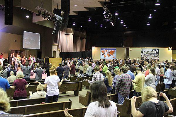 worshipmorning17.jpg (Large)