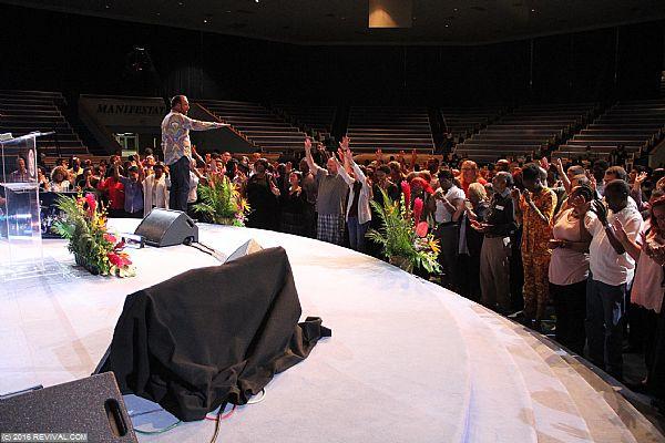 altar6.JPG (Large)