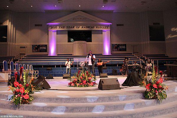 worship11.JPG (Large)