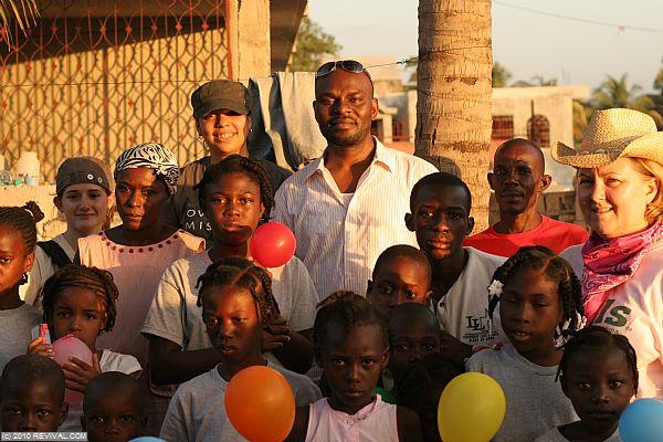 Haiti13.2.10_26.JPG (Large)