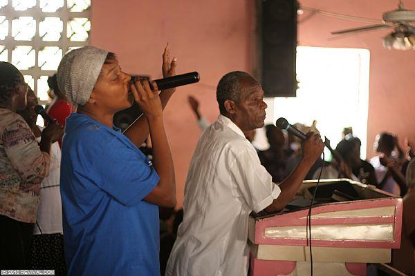 Haiti13.2.10_15.JPG (Large)