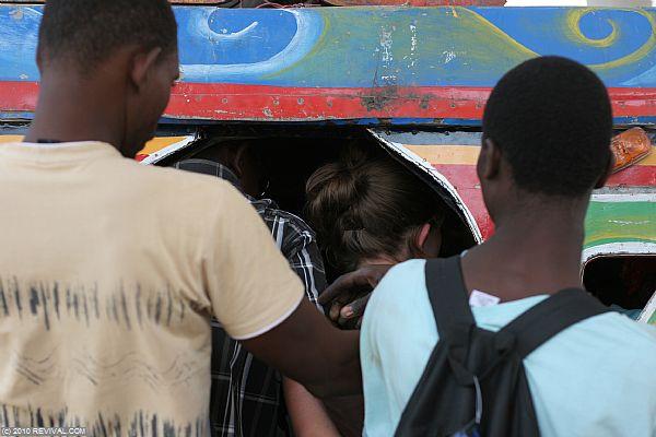 Haiti20.2.10am_9.JPG (Large)