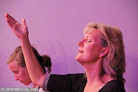 worship14.jpg (Medium)