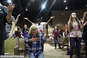 worshipday2night3.jpg (Medium)