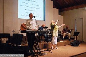 RevivalDay305-19-2010560.jpg (Medium)